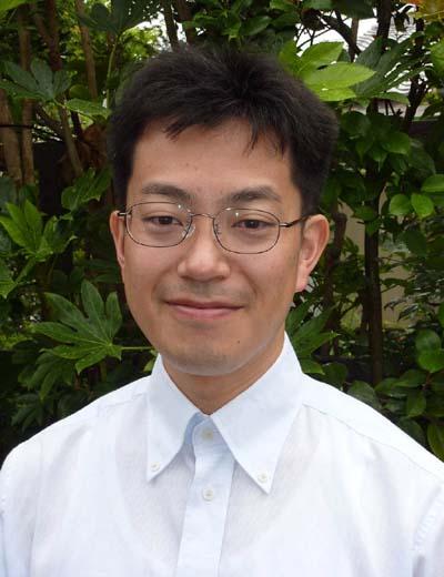 鈴木靖文顔写真